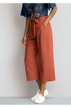 fa9dfee38 Confira calça pantacourt feminina em tecido de linho com amarração, nas  cores azul escuro, vermelho na Outlet Espaço Hering