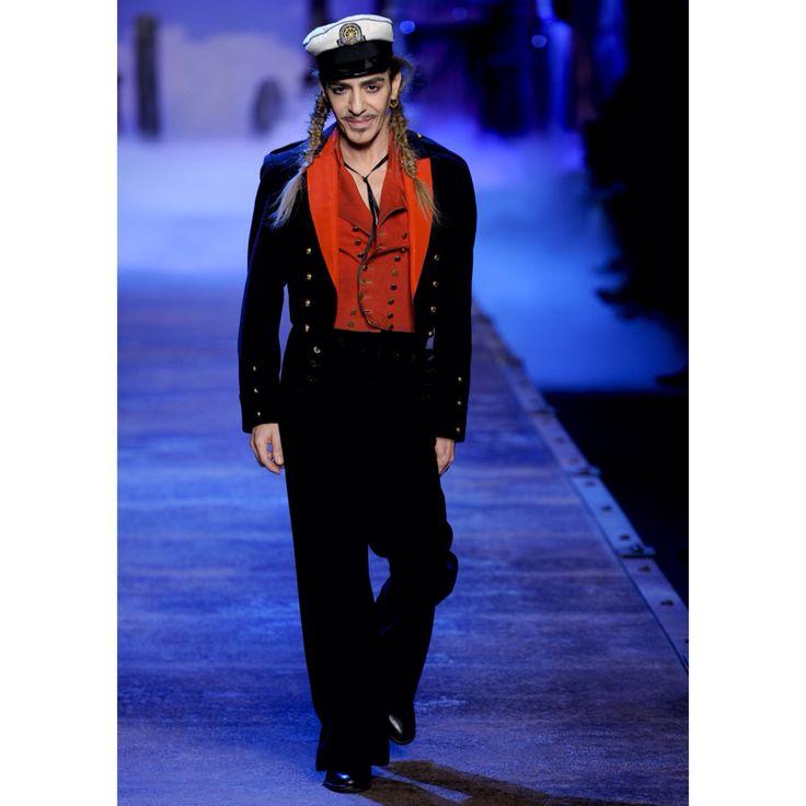Maison Martin Margiela'nın yeni kreatif direktörü John Galliano'ya merhaba deyin. / Say hello to the newest creative director of Maison Martin Margiela.  #shopigo #news #maisonmartinmargiela #johngalliano #creativedirector #mm6 #alatete #fashion
