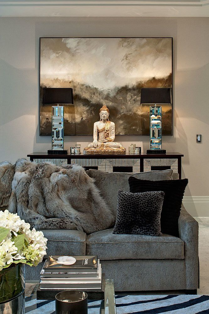 MODERN LIVING ROOM DECOR | A modern and glamorous living room decor by Hill House Interiors | www.bocadolobo.com #livingroomideas