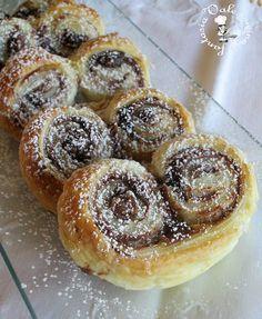 Ventaglietti di pasta sfoglia con nutella e mascarpone facili e golosi ,fragranti ed ottimi come quelli del bar o delle pasticcerie