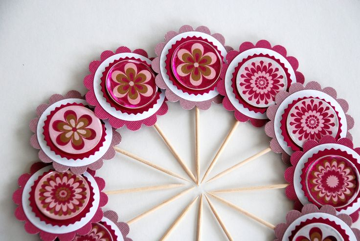 https://flic.kr/p/9hbs7v | Flowery Cupcake Toppers