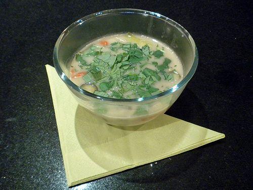 Этот остро-кокосовый тайский суп в вегитарианском (веганском) исполнении у нас пользуется большим успехом. Готовить его быстро, примерно полчаса, и легко можно…