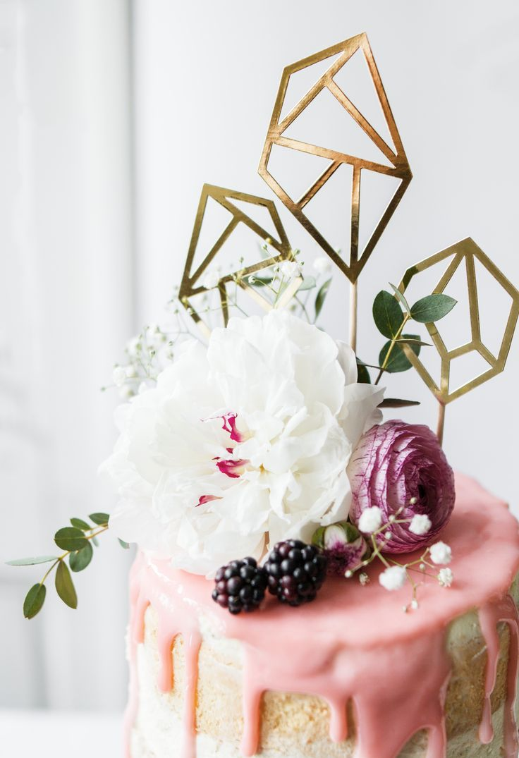 Diamonds are forever, cake - not so much;) We love this photograph with flowers and gold toppers from our offer. Find more on Facebook and Instagram.