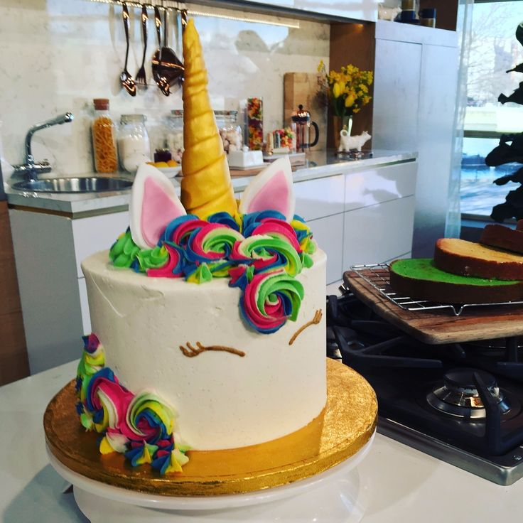There's a new trend in town, and it's starring a mythical creature - the unicorn! The baking world is awash with unicorn-inspired bakes and everything from rainbow coloured meringue kisses to unicorn macarons are everywhere! Juliet is in the kitchen with a deceptively easy creation of her own - the unicorn cake.