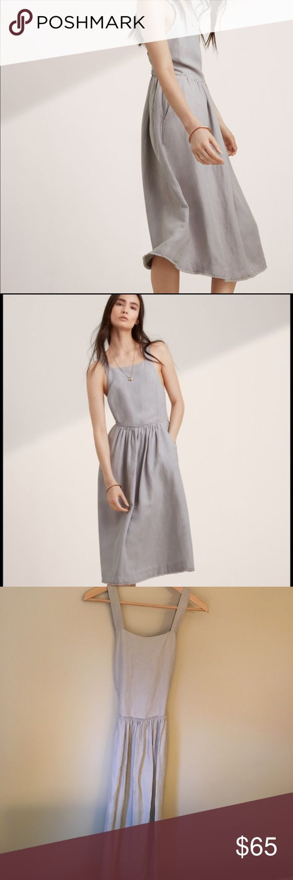 Wilfred Hymne Dress in Ashen linen Wilfred dress in Ashen grey. 63% Lyocell, 37% Linen. Definitely a statement dress. You can wear on it's own, also looks great layered with a turtleneck or long sleeve. Size 6. Lightly worn, fits true. Aritzia Dresses Midi