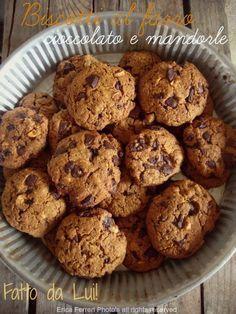Biscotti con farina di farro - senza uova , senza latte. http://www.ogniricciounpasticcio.com/2013/10/biscotti-con-farina-di-farro-senza-uova.html