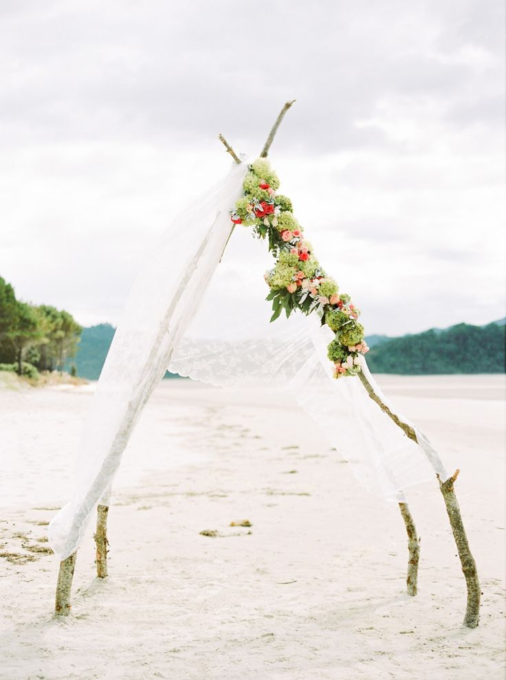 Relaxed and laid back New Zealand beach wedding at Matarangi at the top of the Coromandel Peninsula, by Bubblerock