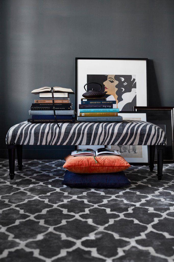 En vacker handvävd matta i ren ull med geometriskt mönster som är både slitstark och smutsavvisande. Lättplacerad och finns i flera olika storlekar och färger.  Classic Collections mattor är certifierade med Care & Fair och handgjorda av professionella indiska vävare, detta gör att alla mattor är helt unika och vissa små avvikelser i mönster, färg och storlek kan förekomma.  Material: Ull Färg: Grå  Skötselråd: Använd mattunderlägg för att minska slitage. Mattunderlägget fungerar även som…