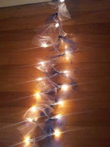 Gewoon tule om de kerstverlichting  Wedding crafts #DIY