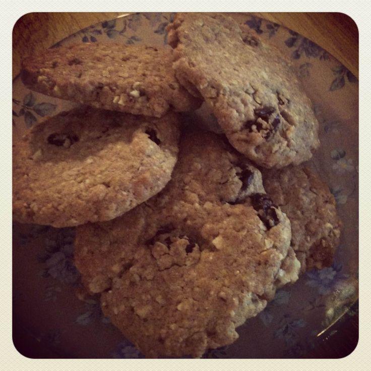 Ingrediënten 150gr meel (spelt, volkoren, gebuild) 80gr havermout 30gr gehakte gemengde noten 2 tl bakpoeder 1/4 tl zout 1 tl kaneel 80 ml ahorn siroop 120