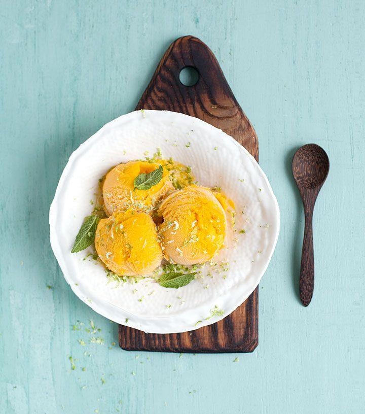 mango limoensorbet op plankje