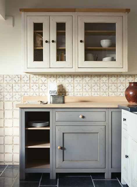 Bastide Freestanding kitchen (Marrakech Mabrouka tiles on wall and Belgian Bleu tiles on floor)
