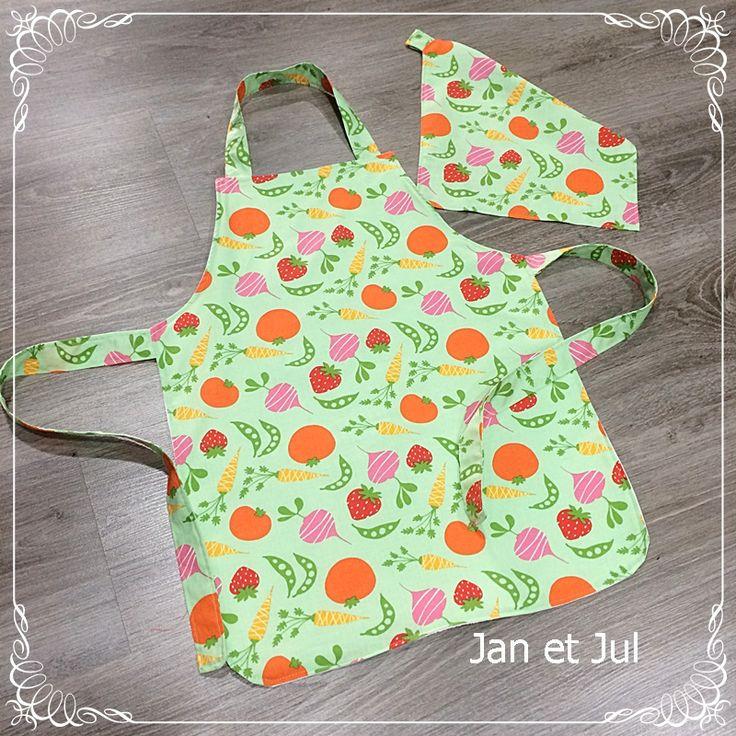 Delantal infantil realizado por Alba con la genial idea de poner toalla plastificada por detrás del delantal para que jueguen a lavar platos sin quedarse empapados