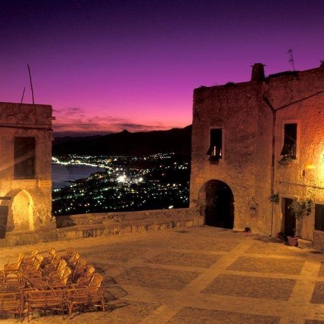 #sunset #borgioverezzi #liguria #italy pic @fabietto977