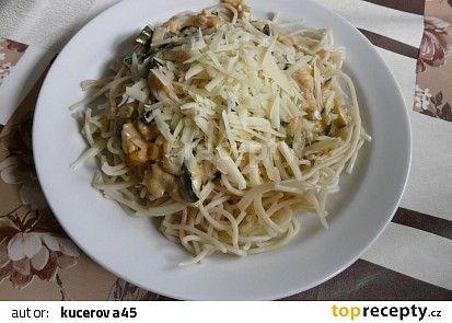 Špagety s cuketovou směsí recept - TopRecepty.cz