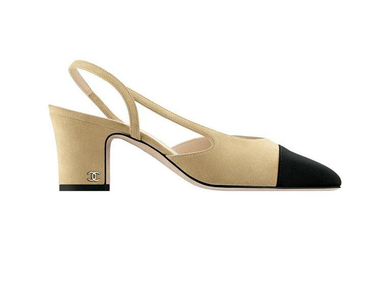 Chanel Zapatos bicolor de estilo 'vintage' con tacón ancho (620 €).