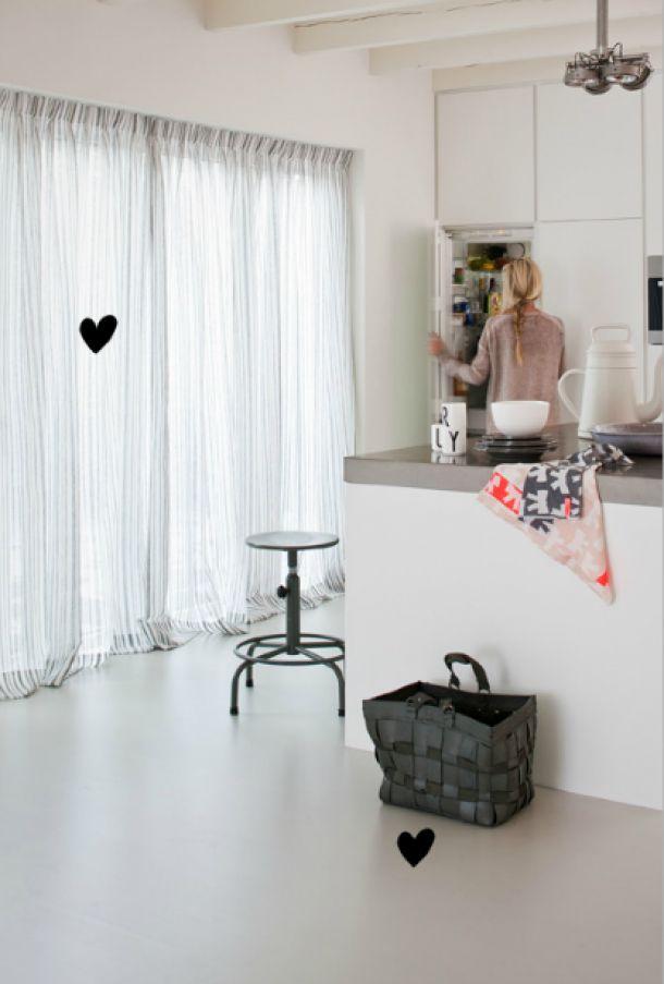 Interieurideeën   Loft Kiezel vloer van VT Wonen. Ook mooi voor in de keuken. Door karenraats