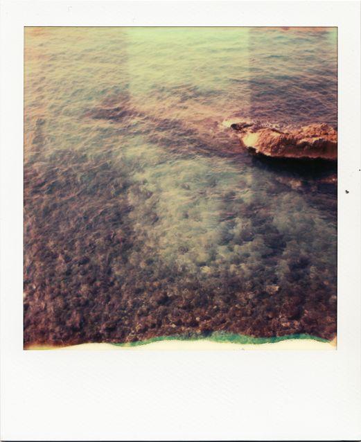 Eau cristaline sous la Corniche #Marseille #mer #Corniche #turquoise #mistral #Méditerranée #polaroid #SX70 #rocher / www.marseillepolaroid2013.com