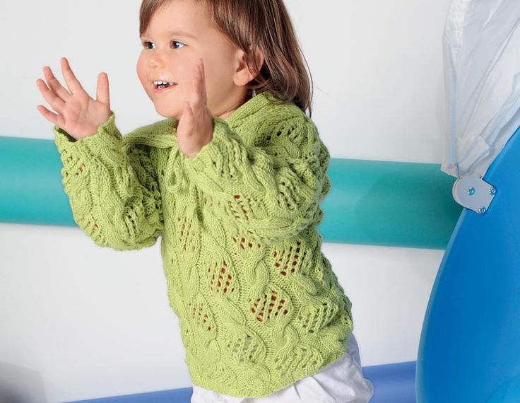 Схема и описание вязания на спицах пуловера с ажурным узором «Коса» и капюшоном из журнала  «Verena. Специальный выпуск» №1/2013.