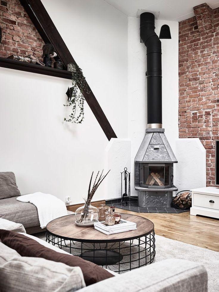 Post: Estufa de leña en el salón de un ático --> atico escandinavo, cenas en la terraza, decoración áticos, decoración terrazas, estilo nórdico, estufa de leña, ladrillo visto, salon chimenea, vigas en el techo, interior design, home decor, penthouse, scandinavian livingroom, hygge