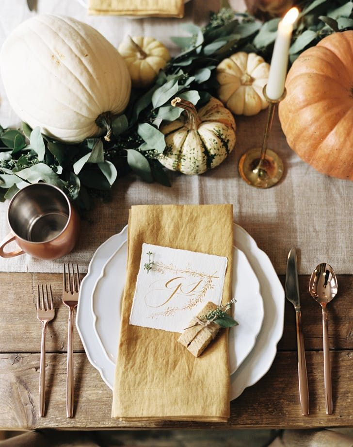 This Thanksgiving table setting is SO dreamy.