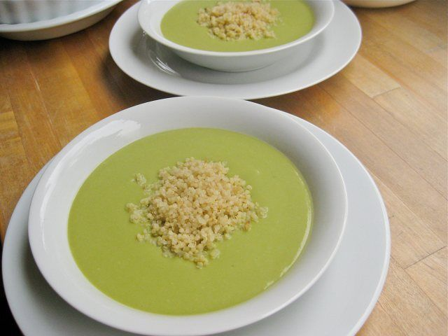 Creamy Green Soup - Looking for delicious vegan and vegetarian soups? This easy recipe is full of delicious vegetables and delicious!