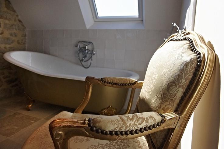 Salle de bain chambre Ouessant de  la maison d'hôtes de charme la Ferme de Kerscuntec en Finistrère, bretagne Sud, entre Quimper et Bénodet, entre mer et campagne.