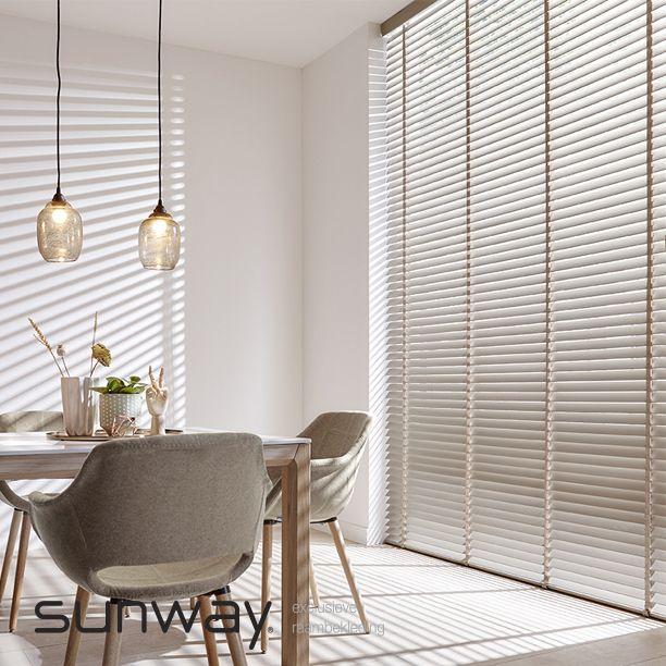De SUNWAY® houtcollectie biedt verschillende houtsoorten en bestaat voor een groot deel uit hout met het FSC® keurmerk.