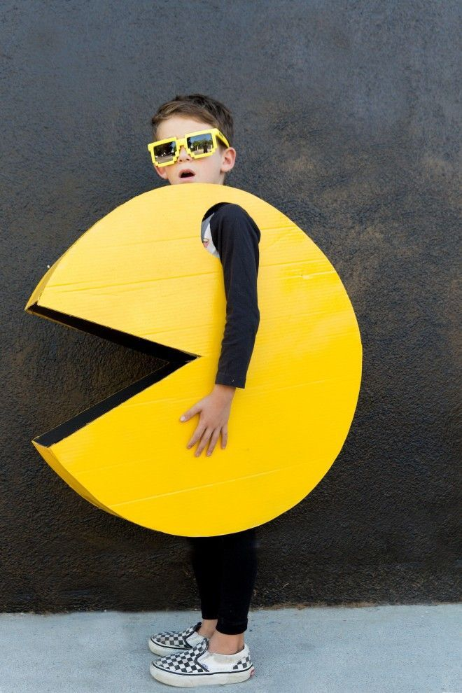 This DIY PAC MAN Halloween costume is sure to stand out when your kid is trick o…