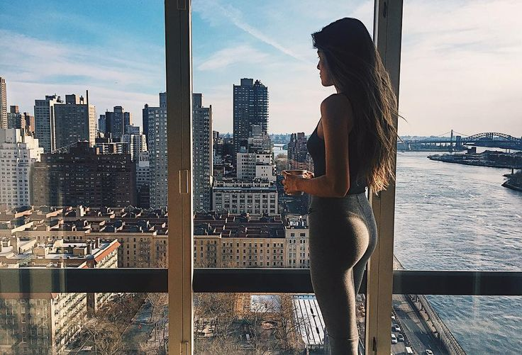 Mornings in New York   .  .  .  .  .  #picoftheday #newyork #travel #instalike #igers #view #window #city #hair #photography #instagood #girl #manhattan #yoviajobien
