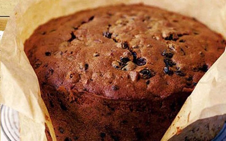There are many ways to make a traditional Irish Christmas cake. They come in different shapes, with frosting, royal icing, a dusting of icing sugar, or plain.
