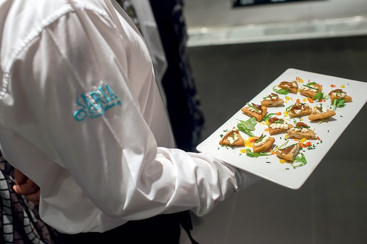 """Παρουσίαση της πρώτης συλλογής """"THALATTA THALATTA"""" by Elena Makri Mykonos, στο Eponymo E>More στο My Golden Hall.  Η #ARIAFineCatering σχεδίασε ένα finger food menu με άρωμα Μυκόνου, με βάση τις παραδοσιακές γεύσεις και το ύφος του δημοφιλούς κυκλαδίτικου προορισμού."""