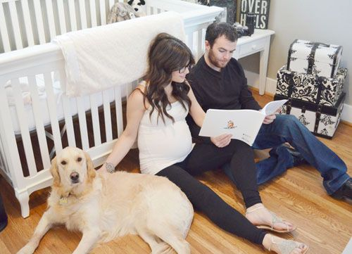 pregnancy announcement photography maternity with Meredith Korman