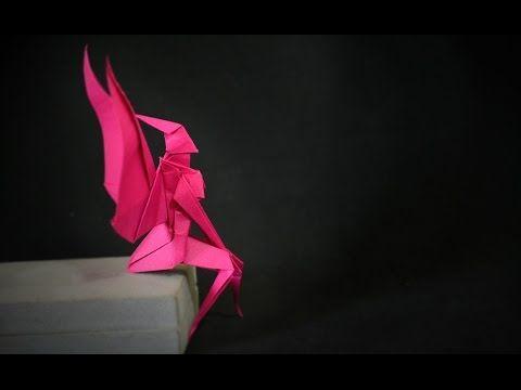 Como fazer uma fada de papel? Aprenda neste vídeo como fazer uma fadinha de origami inspirada no modelo de Yoshihisa Kimura, esse é um modelo que fica entre ...