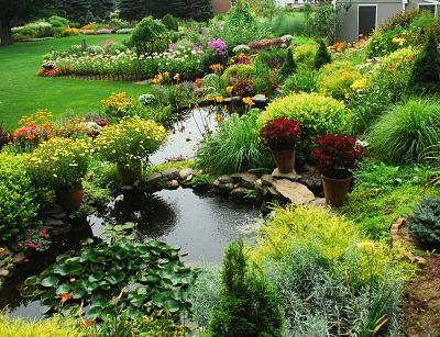 So pretty!: Gardens Ponds, Backyards Ponds, Connecticut Home, Ponds Gardens, Small Backyards, Water Features, Back Yards, Dreams Gardens, Backyards Landscapes