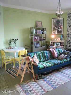 Bohemian inspired living/dining room in shades of green, yellow and blue /Boheemia tyyliä ihanissa keltaisen, vihreän ja sinisen sävyissä #väriäkotiin