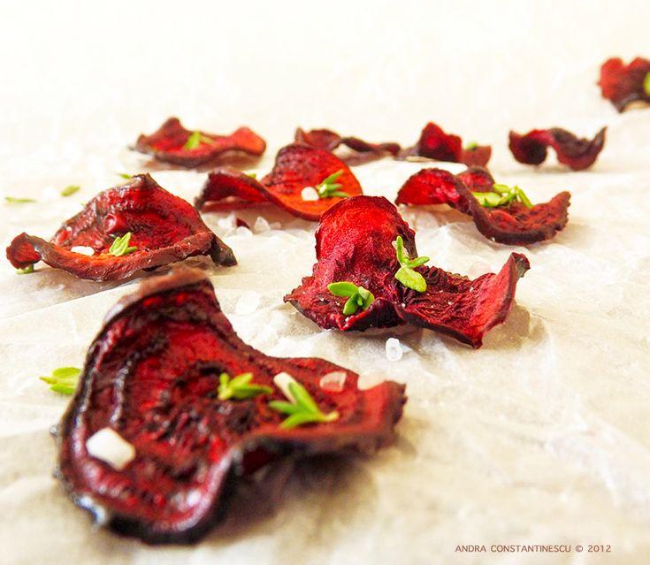 Chipsuri din sfecla rosie, cu cimbru si sare de mare