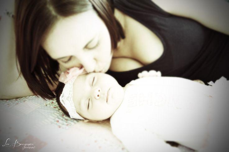 A precious moment between Chantel Reyneke and her newborn by Lee braganca photography