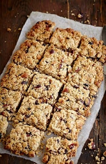 Cranberry and Almond Oatmeal Squares recipe on www.nomu.co.za
