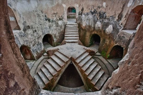 Underground Mosque, Yogyakarta Indonesia by jaime