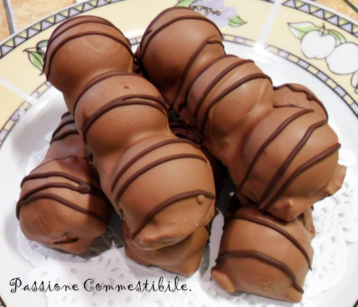 Ecco la ricetta Duplo Bimby. Un dolce gustoso e leggermente più complesso dei soliti che vi proponiamo. Gli ingredienti che vi servono sono qui elencati qui sotto: 100 gr di savoiardi o pavesini 140 gr di burro 350 gr di cioccolato al latte 24 nocciole intere 100 gr di nutella 20 gr. di cioccolato fondente. …