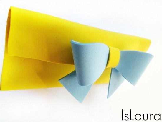 porta-occhiali-in-gomma-crepla-gialla-e-azzurra Tutorial di islaura su funlab blog http://blog.funlab.it/2013/06/come-fare-un-porta-occhiali-in-gomma-crepla/