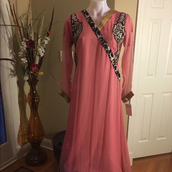 Indian Pakistani semi formal party wear Indian Pakistani formal party wear, it come with pants and duppata. Brand new. Dresses Long Sleeve