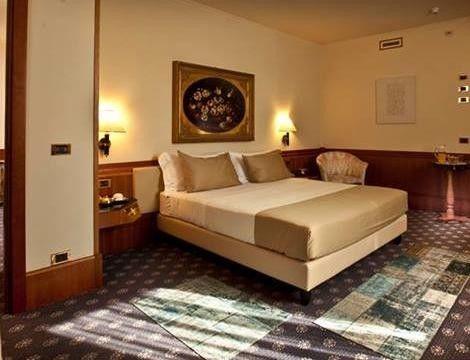 Fuga d'Amore in coppia a #Verona, la città di Romeo e Giulietta. 2gg x2 con colazione e bottiglia di vino in camera in hotel 4*, in centro da 89€