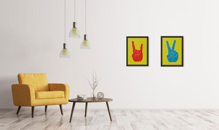Poltrona e quadros em tom de amarelo para quem gosta de ousadia na decoração <3