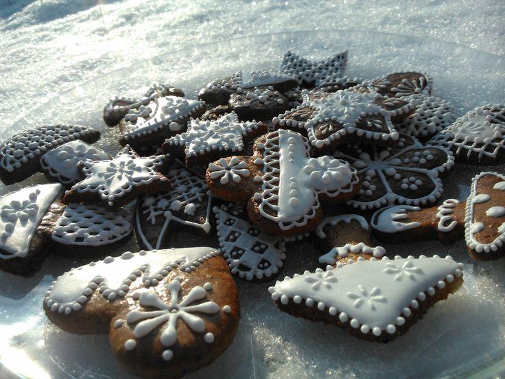 Christmas Choco Honiees - honey cookies decorated by sugar glaze.