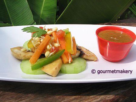 Rohkost (Roh) Rezept vegan: Gado Gado – Indonesischer Salat mit Erdnusssauce / raw recipe: Gado Gado - Indonesian salad with peanut sauce