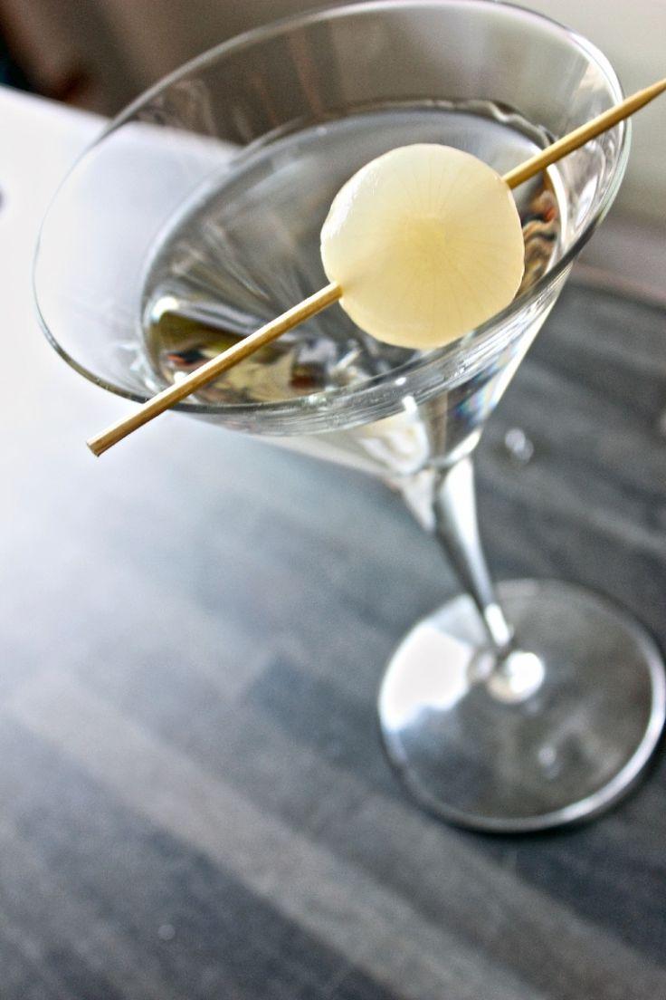Cocktail Gibson: la ricetta originale a base di gin, vermut dry e cipollina