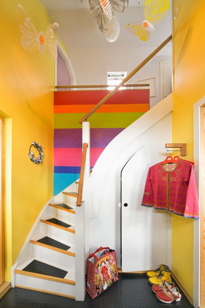 I want to Pin her entire home. So much to love. Yellow staircase, accent rainbow, wardrobe under the stairs // Trappa i hall med gula väggar