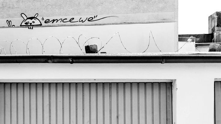 Stadtstreicherei #bordstein #blackandwhite #cityscapes #urban #street #ruhrpott #streetart #emcewe #tag #dslr #fuckyeahpolynice #polynicebydesign #photography #barbwire #ruhryork #garage #duisburg by bjoern_stork